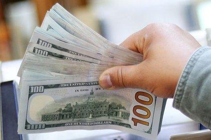 Dólar hoy: el dólar libre sigue a $147 y el BCRA compró otros USD 50 millone