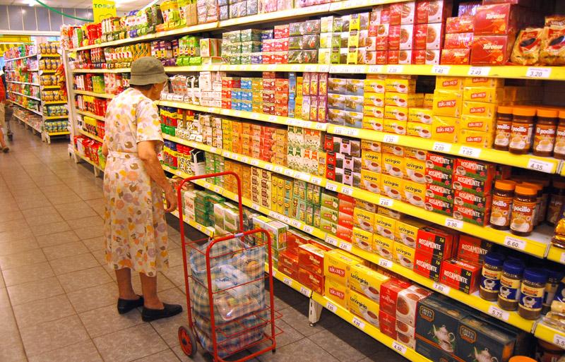 Las ventas en supermercados cayeron casi 6% en febrero