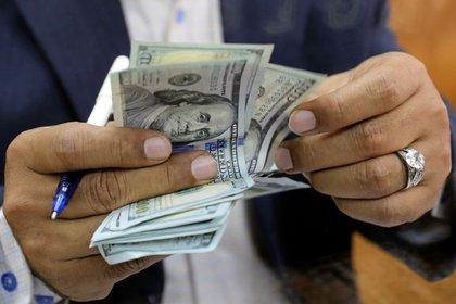 El dólar libre arrancó mayo en alza y se pactó a $153