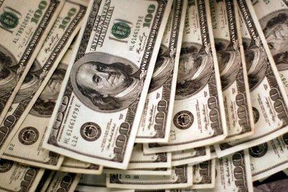 Los precios récord del petróleo y el gas también le hacen perder dólares al Banco Central