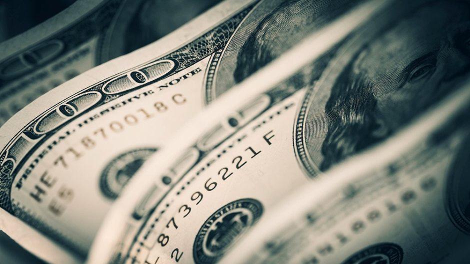 La cotización del dólar libre bajó a $154 y cortó una racha alcista de seis ruedas seguidas