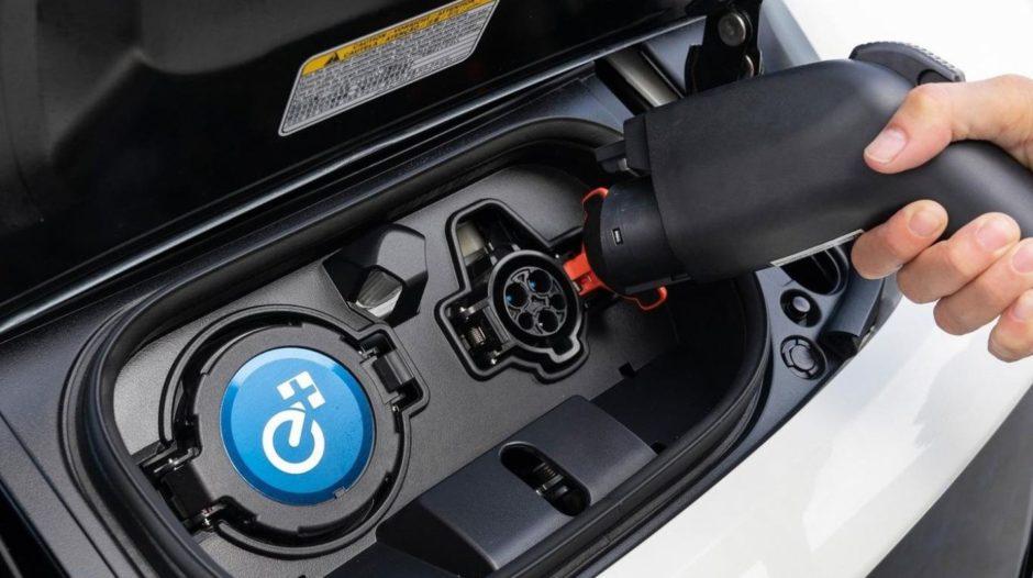 El Gobierno restringió los beneficios arancelarios para la importación de autos híbridos y eléctricos