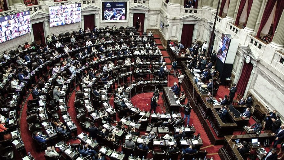 El presidente firmó el decreto que habilita el tratamiento en sesiones Extraordinarias el proyecto de Ganancias y espera sea aprobado en marzo