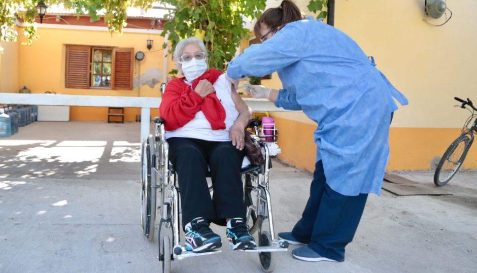 Comenzó la vacunación contra el COVID-19 en residencias de larga estadía de Neuquén