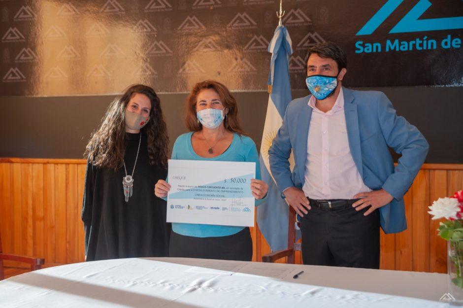 Otorgan microcrédito de 50 mil pesos a una emprendedora de San Martín