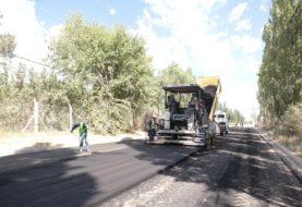 En pocos días finaliza la pavimentación de la calle Lanín y se completa la gran obra de asfalto sobre las troncales de Valentina Sur