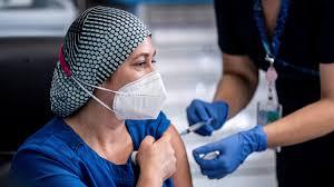 """Chile podría seguir los pasos de Israel e implementar un """"carnet verde"""" para quienes se hayan vacunado contra el COVID-19"""
