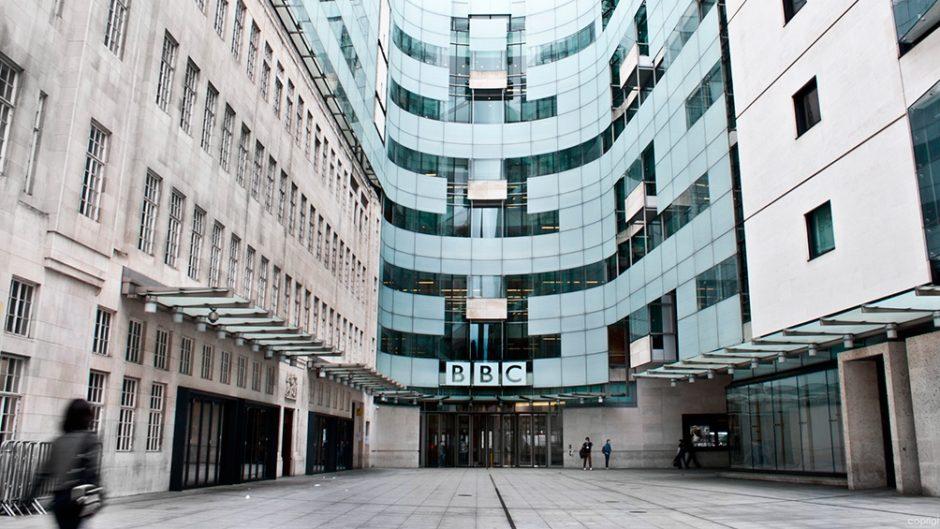 China suspendió la licencia de la BBC y provocó la condena del Reino Unido y EEUU