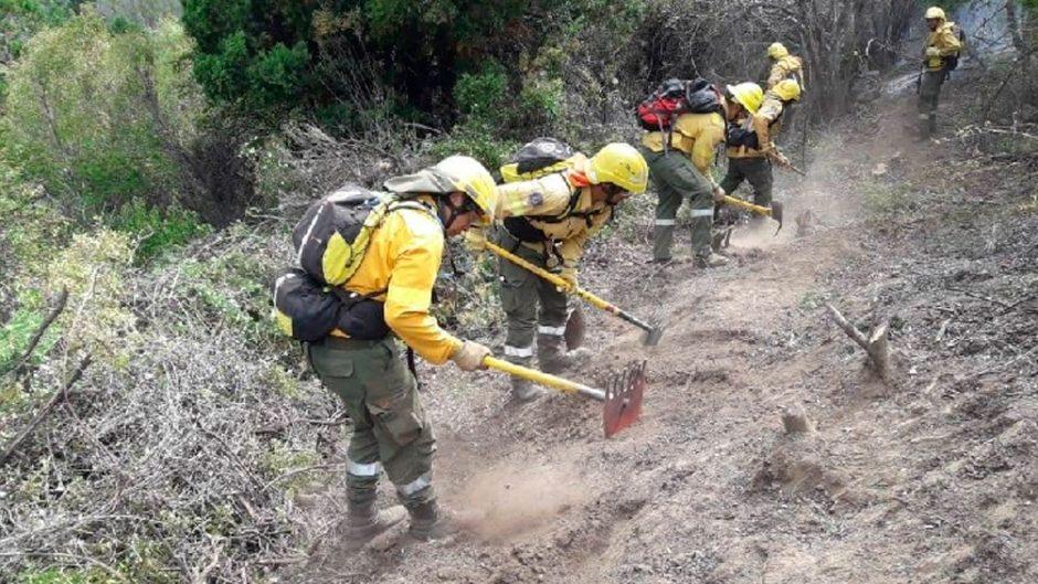 El Bolsón: se pide a la comunidad no autoconvocarse para colaborar en el combate contra el incendio