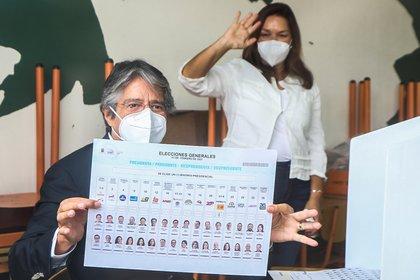 """Elecciones en Ecuador: luego de votar, Guillermo Lasso dijo que """"habrá segunda vuelta"""""""