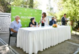 En Allen, Carreras firmó el contrato para obra cloacal que beneficiará a más de 1.800 habitantes
