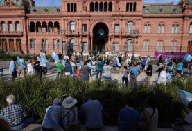 27F: manifestación en Plaza de Mayo contra el Gobierno por las vacunas vip