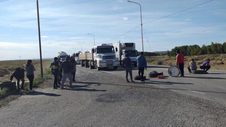 Desocupados cortan la Ruta 22 en Plaza Huincul