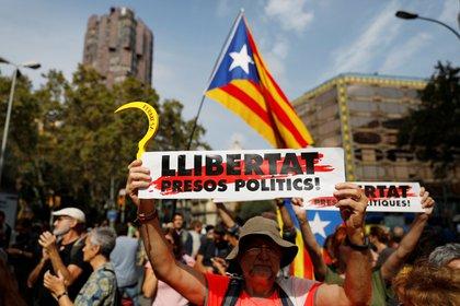Elecciones en Cataluña: entre la amenaza independentista y el ministro estrella de la pandemia