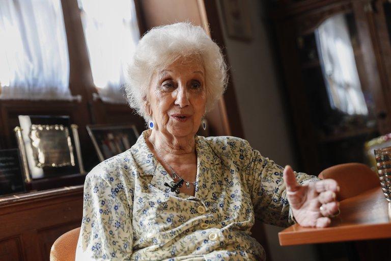 Estela de Carlotto también reconoció que la llamaron del gobierno y se vacunó