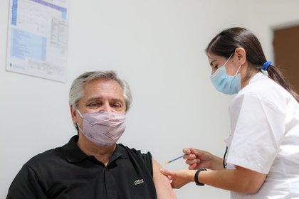 Uno por uno, quiénes son los dirigentes y funcionarios que ya se aplicaron la vacuna contra el coronavirus