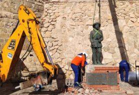 Retiraron la última estatua de Franco de territorio español