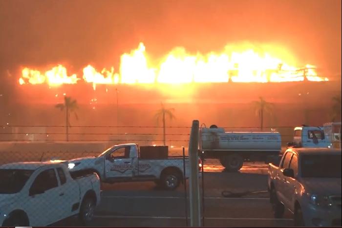 Un feroz incendio destruyó parte del autódromo internacional de Termas de Río Hondo