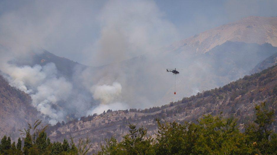 Hay dos focos de incendios forestales activos en Río Negro y Neuquén