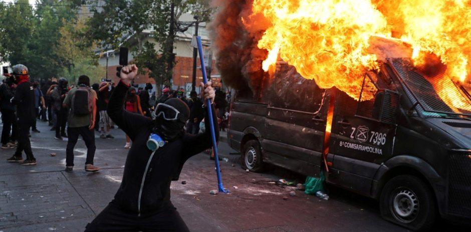 Otro día de furia en Chile: incidentes en las protestas por el asesinato del malabarista