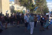 La marcha opositora del #27F tiene su versión en Neuquén