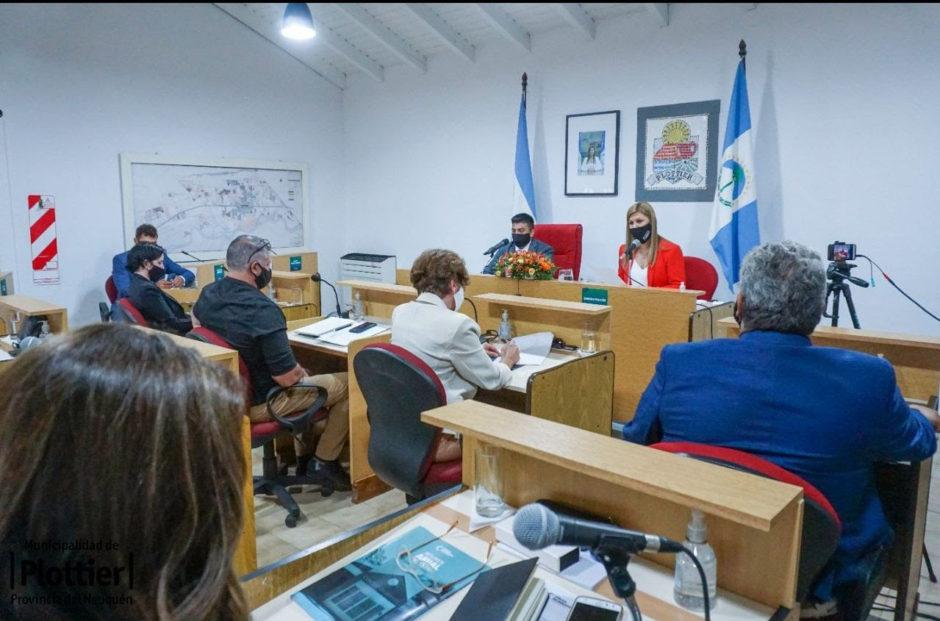 La intendenta de Plottier, Gloria Ruíz, dejó inaugurado hoy el cuadragésimo noveno período de sesiones ordinarias del Concejo Deliberante