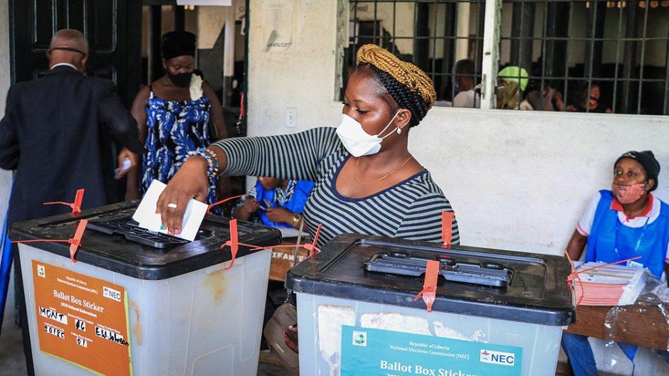 Elecciones en el mundo: inéditas medidas de bioseguridad en campañas y centros de votación
