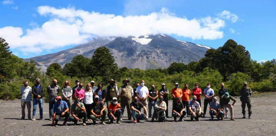 Comenzó la instalación de la primera red de monitoreo del volcán Lanín