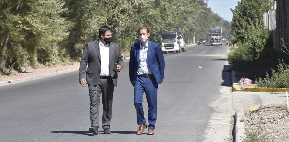 El gobernador recorrió obras de asfalto en Neuquén capital