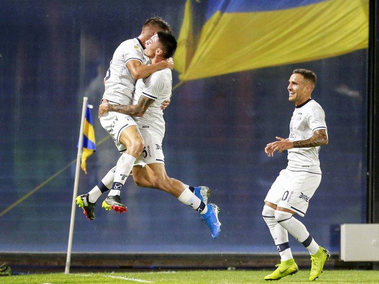 Talleres sorprende a Boca en la Bombonera: le ganó 2-1 sobre el final