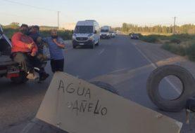 Corte de ruta en Neuquén: Manifestantes impiden el paso en la picada 21 de la ruta 7 en El Chañar y otro grupo sobre la calzada de las rutas 8 y la 51