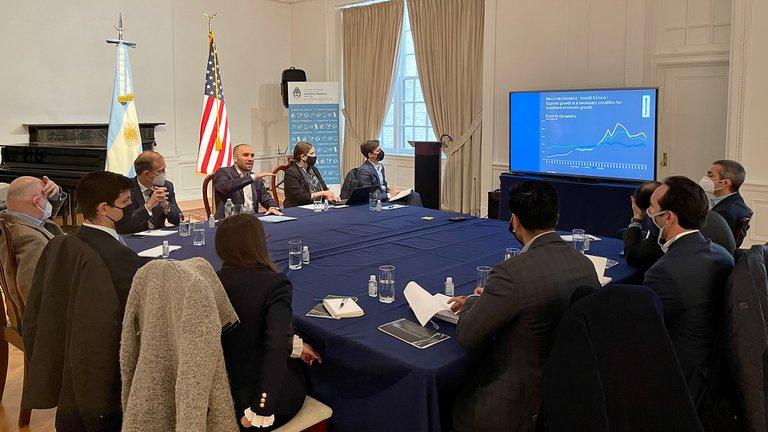 Guzmán reafirmó ante un grupo de inversores en Nueva York la necesidad de lograr una mejora en las cuentas fiscales