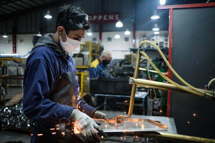 La industria pyme volvió a crecer por tercer mes consecutivo en febrero, según CAME