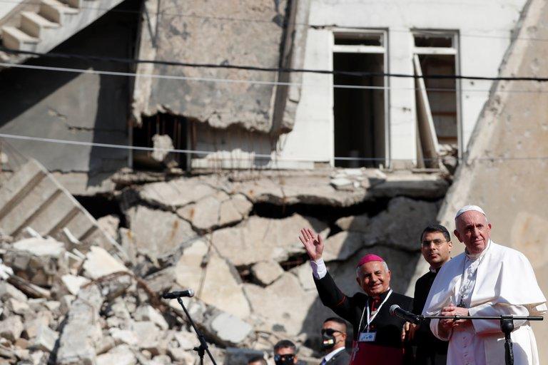 """El papa Francisco se reunió con víctimas de ISIS en Irak: """"El terrorismo nunca tiene la última palabra"""""""