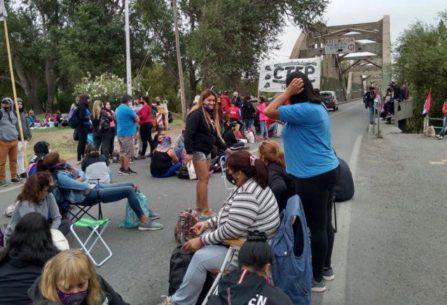 Organizaciones sociales cortan los puentes carreteros y el tercer puente hasta las 16 hs.