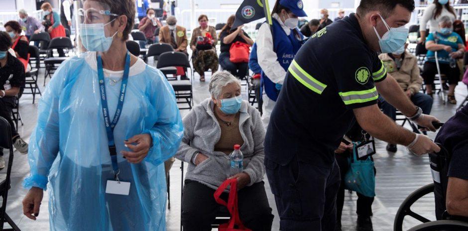 Chile avanza con la vacunación hasta en la Antártida, pero no logra frenar la segunda ola de coronavirus