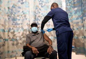 EEUU: la nueva guía de los CDC para los vacunados: reuniones sin barbijos y sin necesidad de distancia social