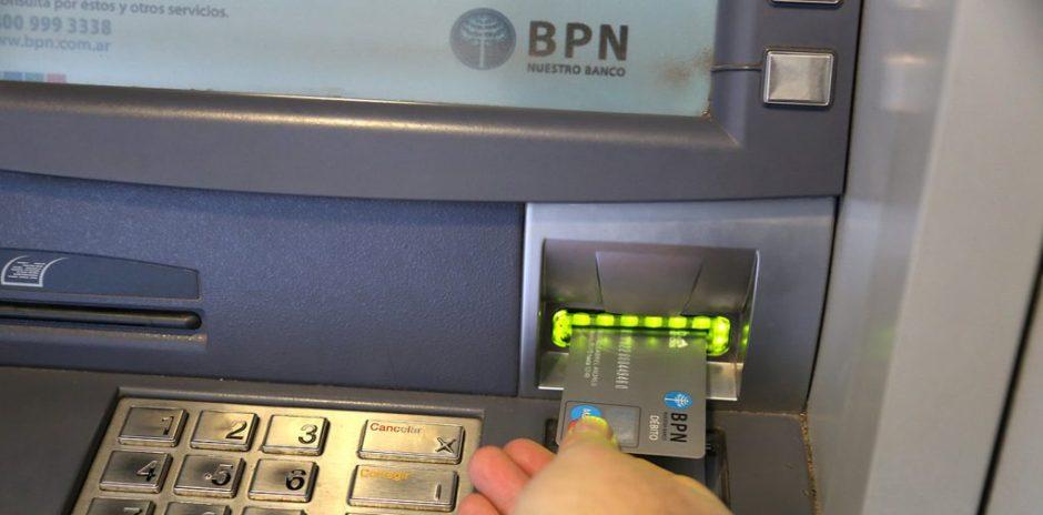 Neuquén: comienza el pago de los haberes de abril a empleados del Estado provincial