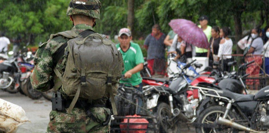 La frontera entre Colombia y Venezuela: feroces combates entre tropas chavistas, guerrilla y narcos