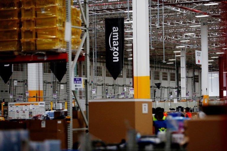 Amazon se sumó al furor por las big tech: los ingresos de la compañía de Jeff Bezos subieron 44% y sus acciones se dispararon