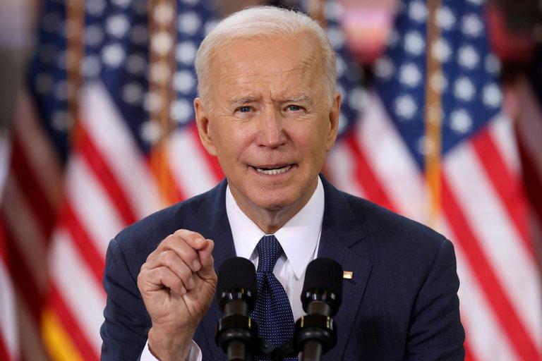 """Joe Biden anunció una nueva etapa en la vacunación contra el COVID-19: """"Estadounidenses desde los 16 años, es su turno ahora"""""""