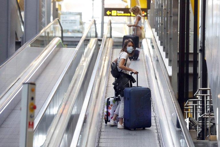 España prorrogó el cierre de fronteras a tres países de América Latina afectados por la pandemia de coronavirus