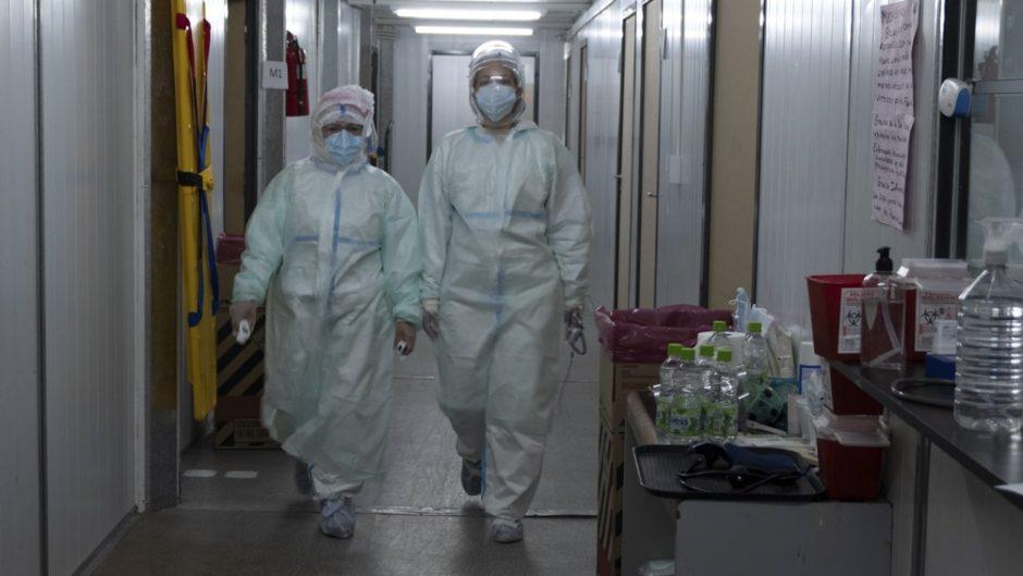 Coronavirus: los contagios siguen bajando, pero el promedio de muertes diarias aumentó el 9% durante la última semana