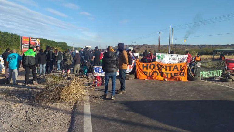 Por tercer día consecutivo , trabajadores autoconvocados de Salud mantienen cuatro piquetes en las rutas petroleras