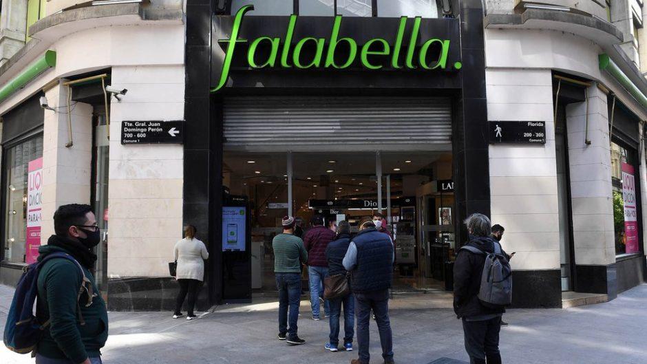 Falabella se va de Argentina y remata computadoras, televisores y más de 10.000 productos: cómo y cuándo participar