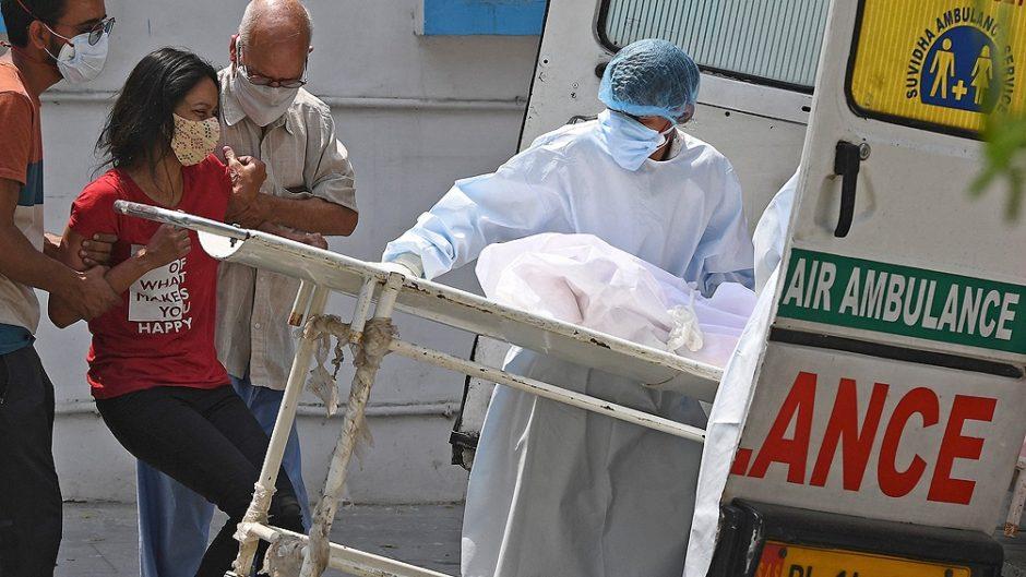 India, devastada por la pandemia, registró nuevos récords de muertes y contagios