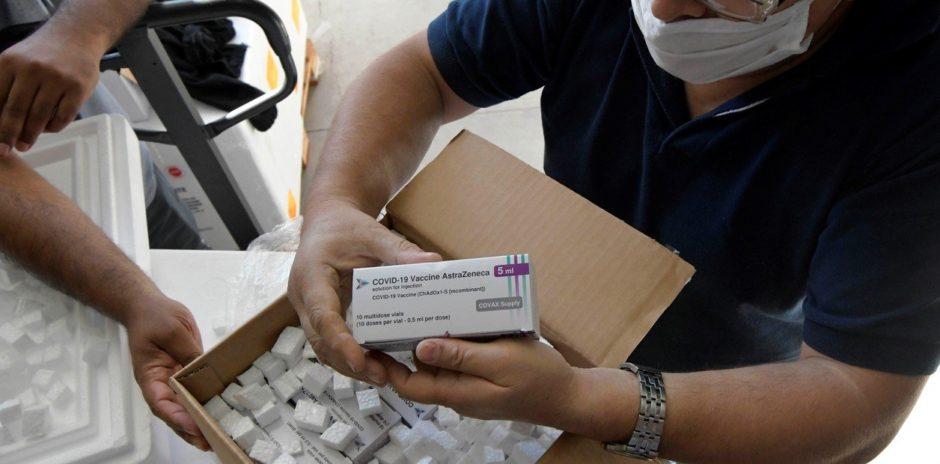 El Gobierno dice que las vacunas de AstraZeneca llegarían de México en los primeros días de mayo