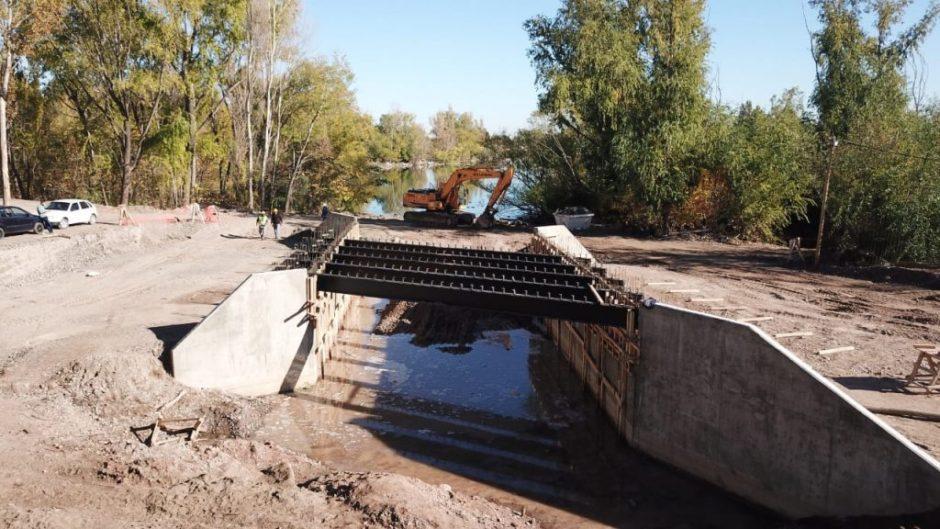En un mes finaliza la construcción de los puentes del paseo costero del Limay