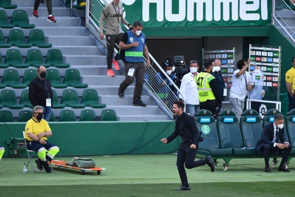 Con suspenso, el Atlético Madrid de Simeone ganó y les tiró la presión al Real y Barcelona