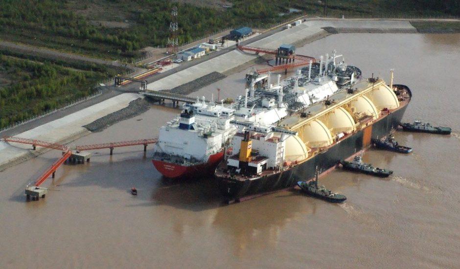 Con precios de casi 10 dólares para el LNG ya regasificado, adjudicaron más cargamentos para la terminal de Escobar